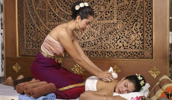 Tour du lịch Thái Lan Massage cổ truyền: điều trị và phục hồi năng lượng.